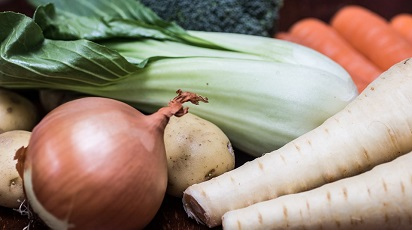 Culturi mixte de legume și plante pentru o grădină diversificată